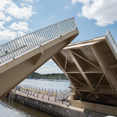 pont levant pour laisser passer les voiliers